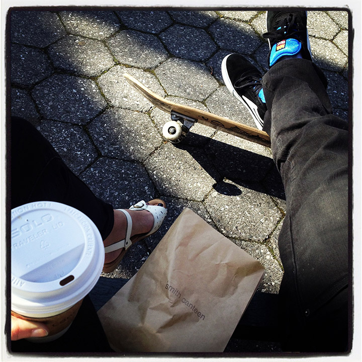 Enjoying some Smith Canteen tea in the park, vintage sandals, lakai sneakers, skateboards | DeSmitten